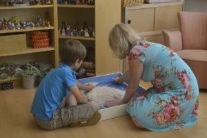Integratieve therapie - kindertherapie - Clarisse met een cliëntje